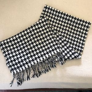 SCOTLAND MADE HOUNDSTOOTH PATTERN CASHMERE SCARF